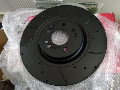 Mtec ML500 V8 brake disc: black coated, drilled and grooved.
